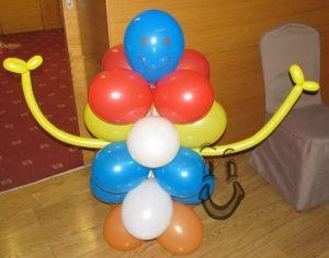 Фигура човече от балони, с усмивка